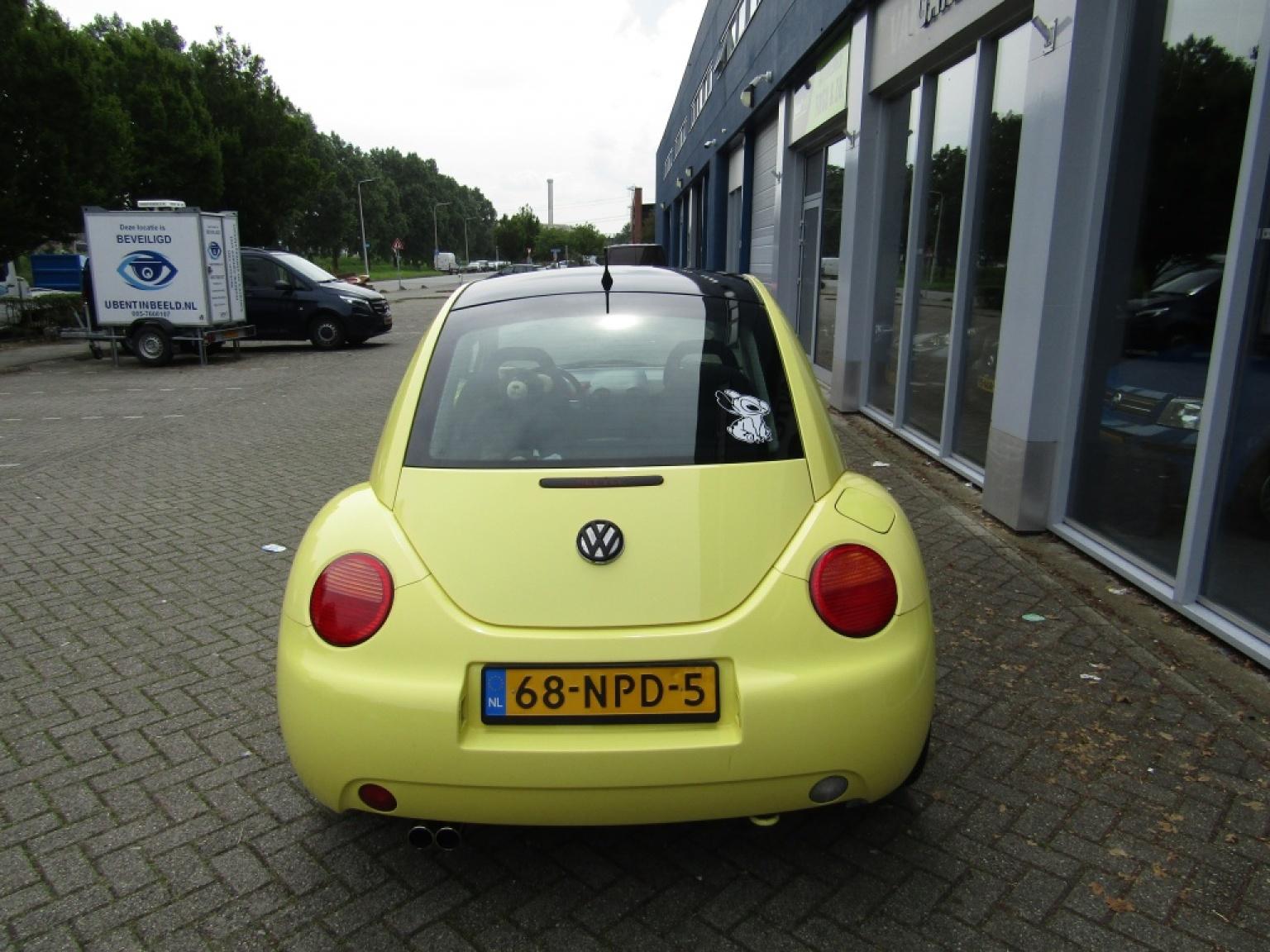 Volkswagen-New Beetle-8