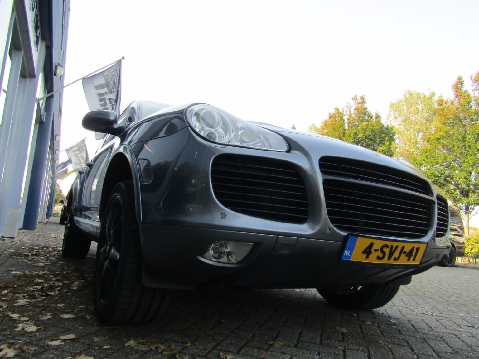 Porsche-Cayenne-25