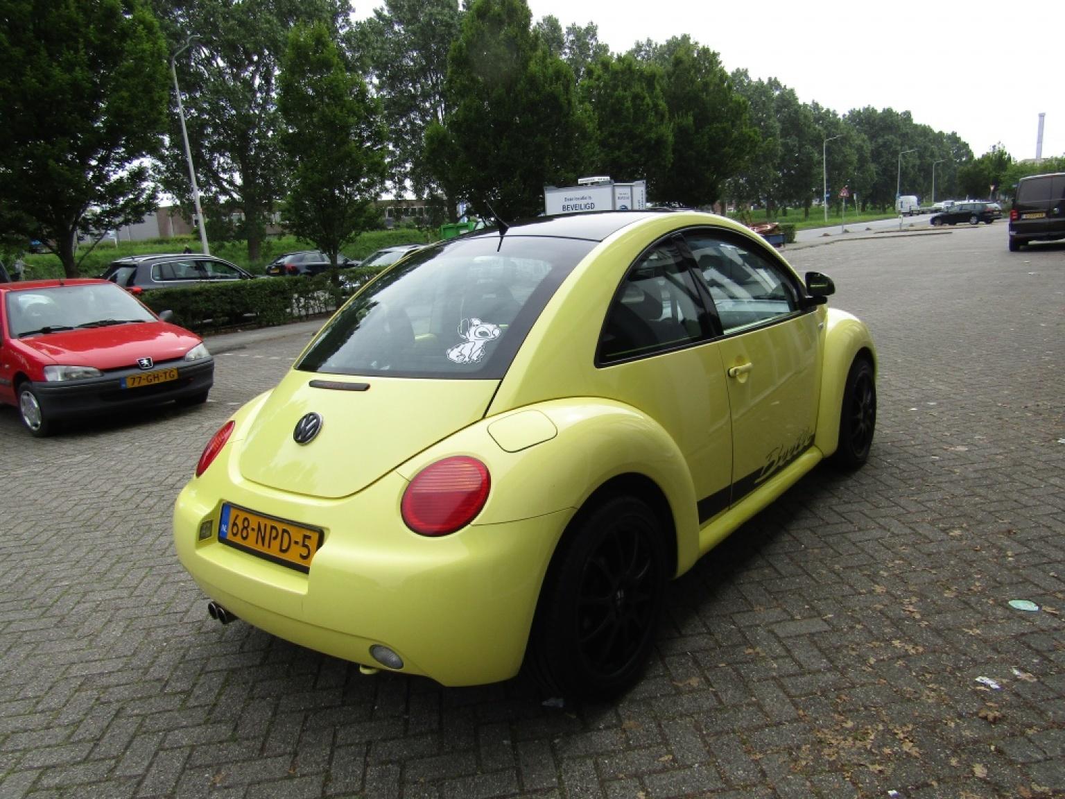 Volkswagen-New Beetle-9